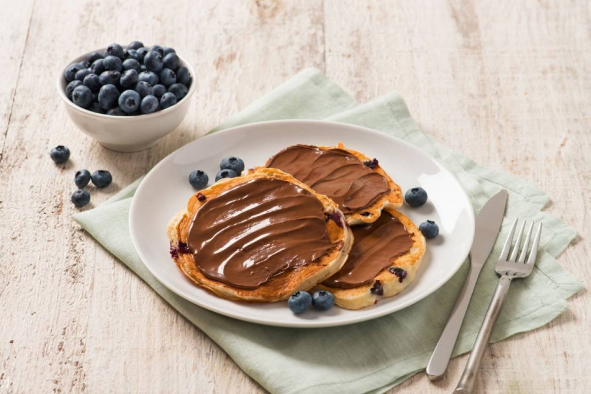 Yogurt and berry pancakes with nutella 015