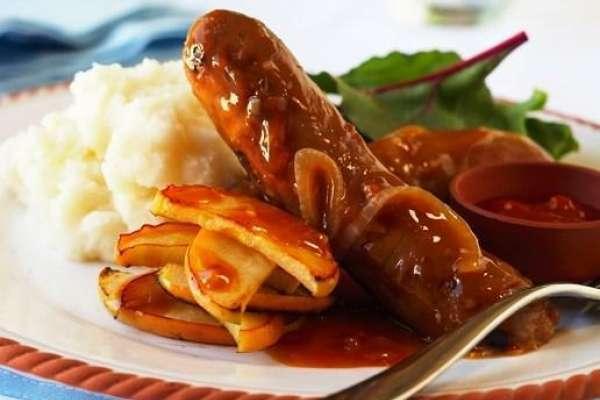 Devilled Sausages with Creamy Garlic Mash
